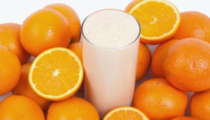 Cách tắm trắng tại nhà bằng sữa tươi và cam